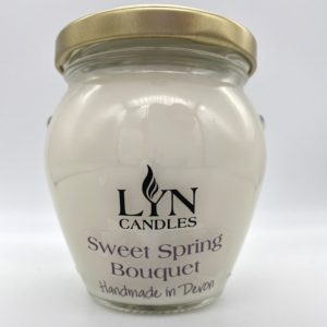 Sweet Spring Bouquet Scented Lyn Candle
