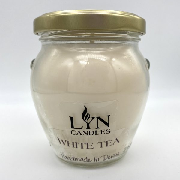 White Tea scented lyn candle